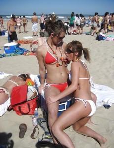 Spring Break Girlfriend Flashing Her Boobs At The Beach www.GutterUncensored.com 010