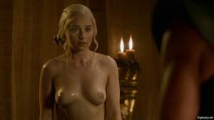 Emilia-Clarke-Game-of-Thrones-00029