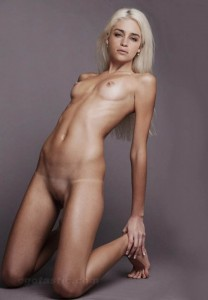 photo-Blonde-Small-Tits-Hot-Shaved-185877262